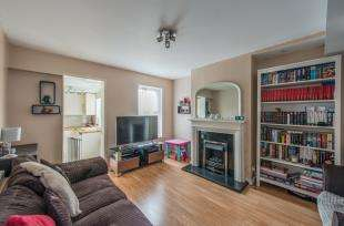 2 Bedrooms Terraced House for sale in Hamerton Road, Gravesend, Kent, England