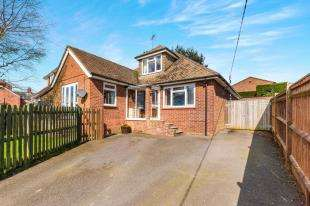 3 Bedrooms Bungalow for sale in Battle Road, Punnetts Town, Heathfield, East Sussex