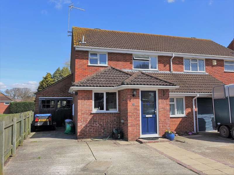 3 Bedrooms Semi Detached House for sale in Wessex Close, Blackfield