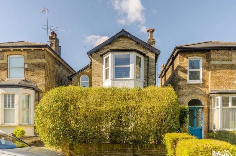 2 Bedrooms Flat for sale in Essex Park, Finchley, N3