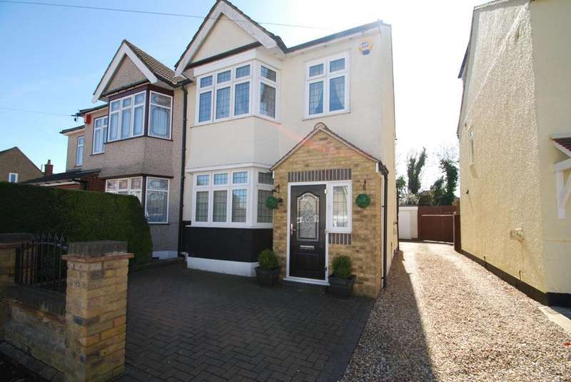 4 Bedrooms Semi Detached House for sale in The Avenue, Hornchurch, Essex, RM12
