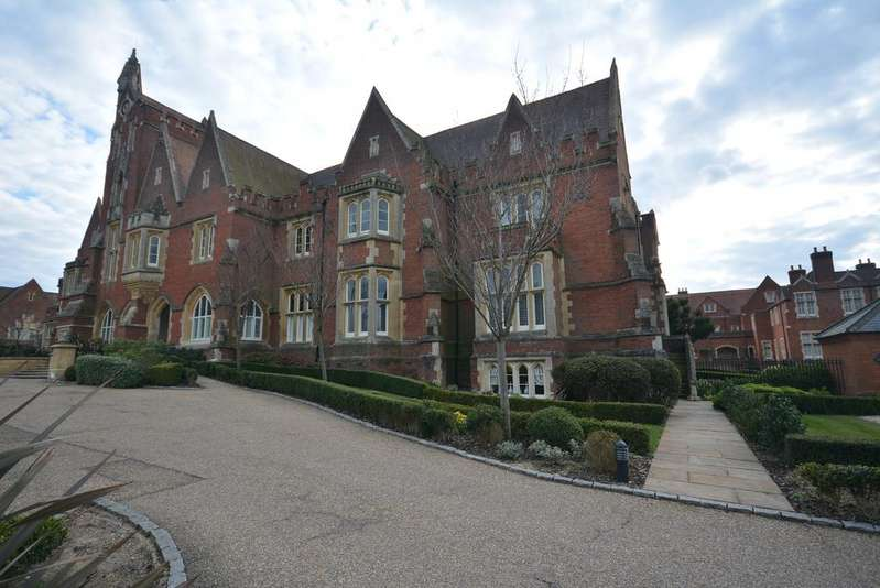 2 Bedrooms Apartment Flat for sale in The Galleries, Warley, Brentwood CM14