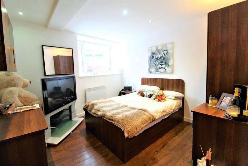 3 Bedrooms Apartment Flat for sale in Clarendon Road