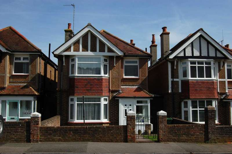 3 Bedrooms Detached House for sale in Longland Road, Eastbourne BN20