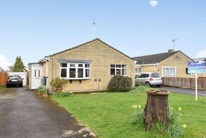 4 Bedrooms Detached House for sale in Larksfield Close, Carterton, Oxon