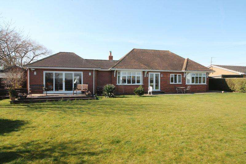 3 Bedrooms Detached Bungalow for sale in Main Road, Quadring