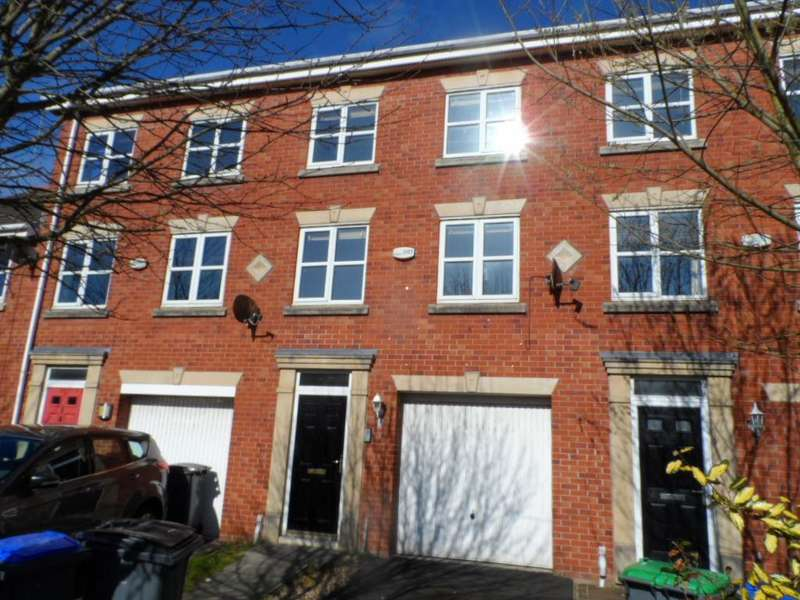 3 Bedrooms Terraced House for sale in Swift Close, Blackpool, FY3 9PE