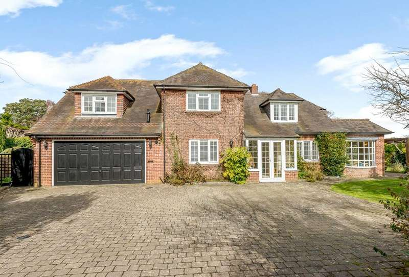 4 Bedrooms Detached House for sale in Mayflower Close, Lymington, Hampshire