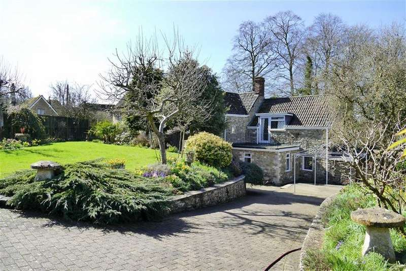4 Bedrooms Detached House for sale in Fitzmaurice Close, Old Derry Hill, Derry Hill