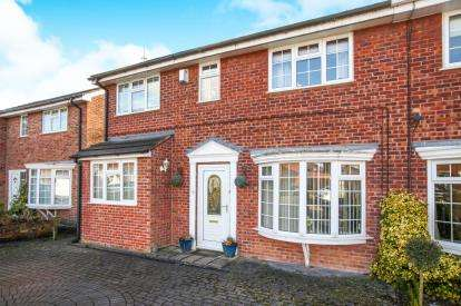 4 Bedrooms Semi Detached House for sale in Nightingale Court, Winsford, Cheshire