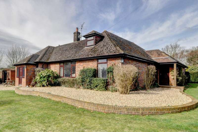 4 Bedrooms Detached House for sale in Stocking Lane, Naphill