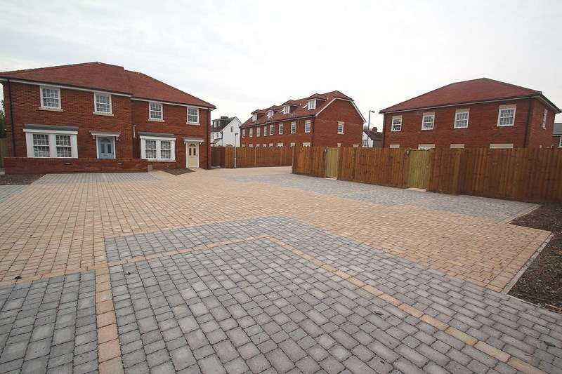 3 Bedrooms Town House for sale in White Hart Lane, Fareham