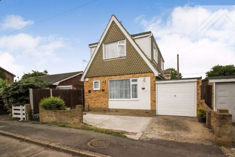 3 Bedrooms Detached House for sale in Linroping Avenue, Canvey Island - MAKE IT YOUR OWN
