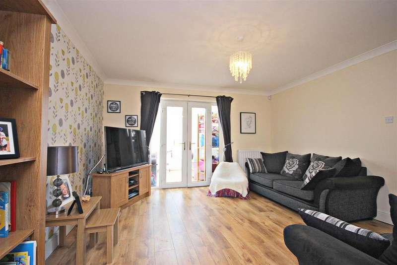 3 Bedrooms Detached House for sale in Brackenbeds Close, Pelton, Chester Le Street