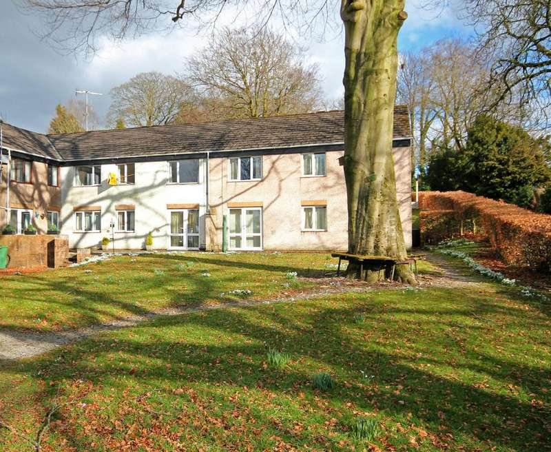 2 Bedrooms Flat for sale in Longlands View, Kendal