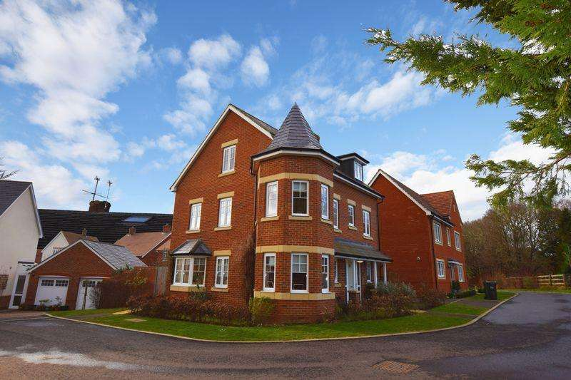 4 Bedrooms Detached House for sale in Rolling Mill, Maresfield
