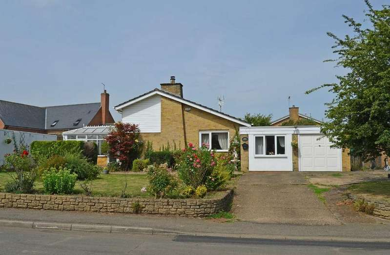 3 Bedrooms Detached Bungalow for rent in Middle Street, Nether Heyford