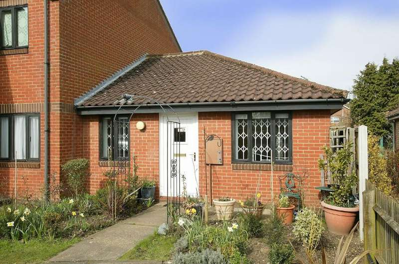2 Bedrooms Semi Detached Bungalow for sale in St Francis Court, Shipdham Road, Dereham