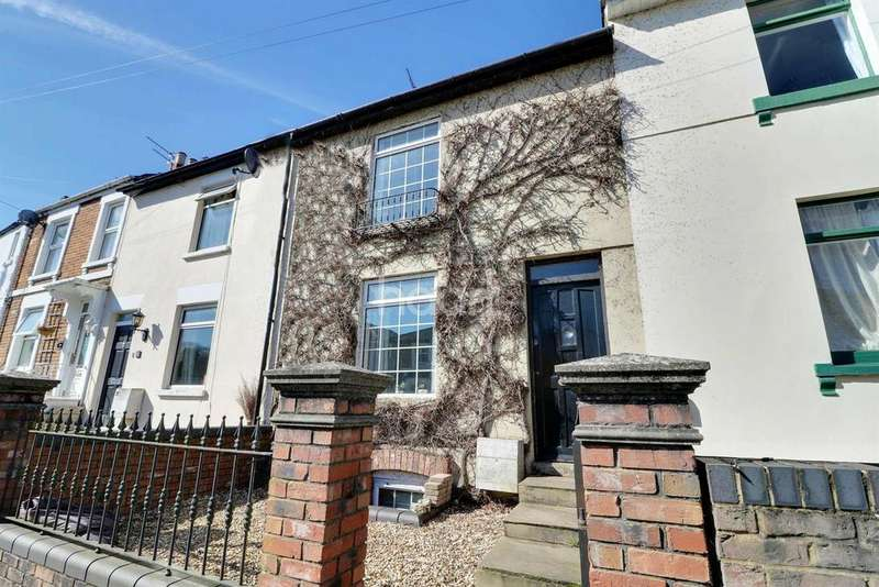 3 Bedrooms Terraced House for sale in Belle Vue Road, Old Town, Swindon