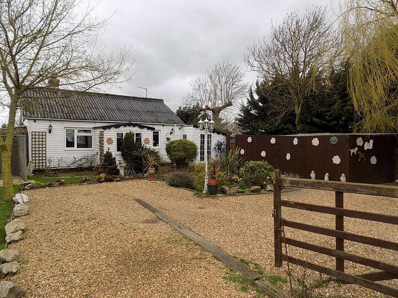 2 Bedrooms Detached Bungalow for sale in Iretons Way, Chatteris
