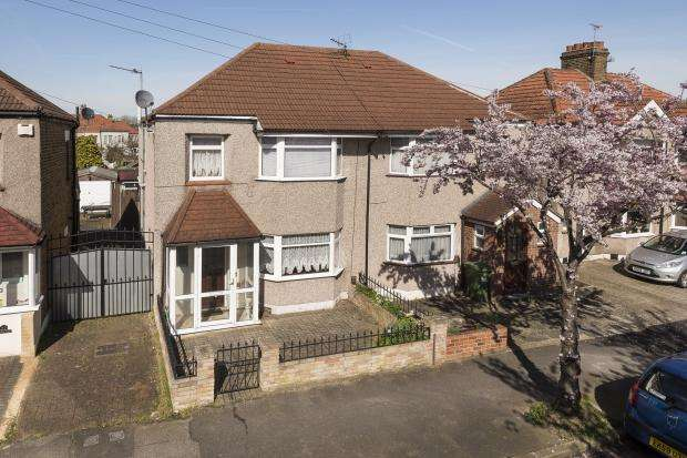4 Bedrooms Semi Detached House for sale in Lynmere Road, Welling, DA16