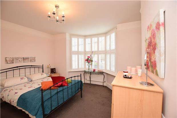 2 Bedrooms Flat for sale in Oakhill Road, SM1 3AE