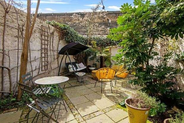 2 Bedrooms Flat for sale in Rousden Street, Camden, NW1