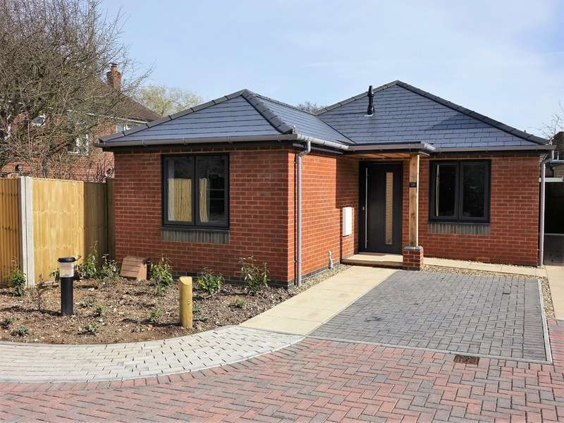 3 Bedrooms Detached Bungalow for sale in Long Lane, Holbury