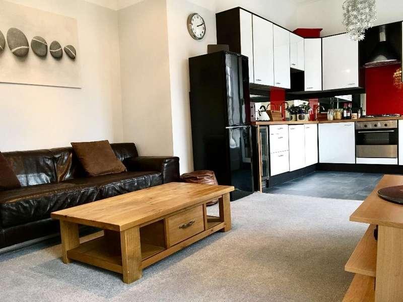 3 Bedrooms Flat for rent in Oakfield Avenue, Hillhead, Glasgow