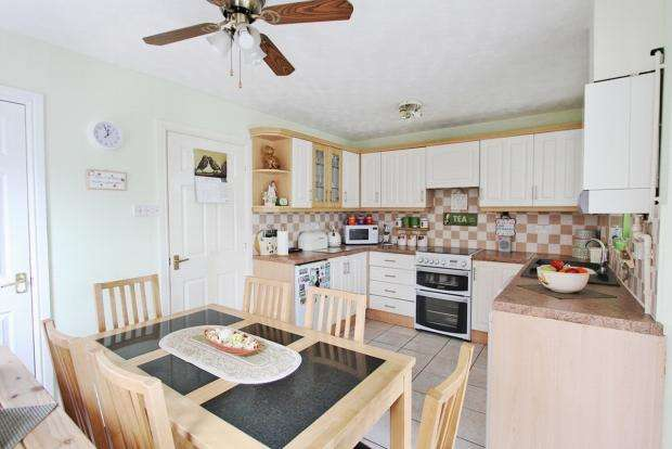 3 Bedrooms Semi Detached House for sale in Wolsey Close Ashton In Makerfield Wigan