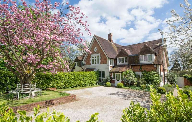 5 Bedrooms Semi Detached House for sale in Rectory Close, Stock
