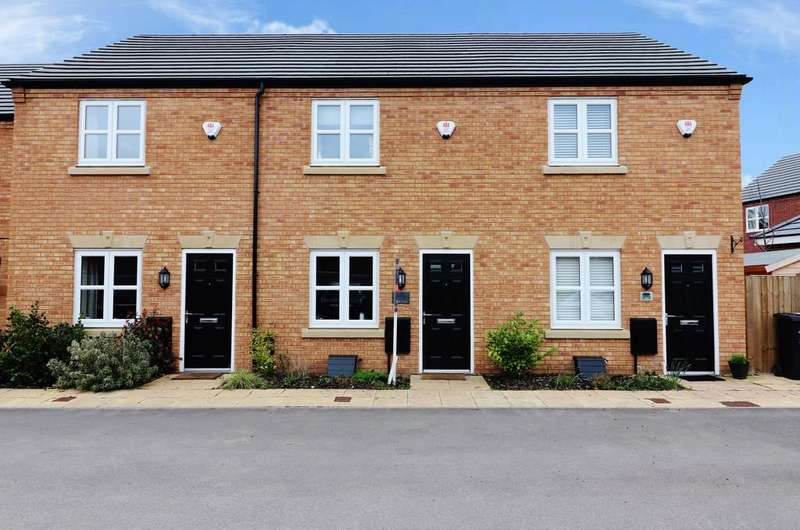 2 Bedrooms Terraced House for sale in Croft Close, Two Gates
