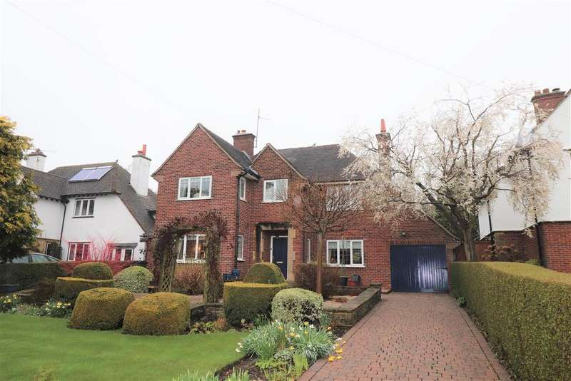 4 Bedrooms Detached House for sale in Chatsworth Road, Chesterfield