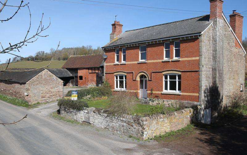 4 Bedrooms Detached House for sale in Downfield, Hereford