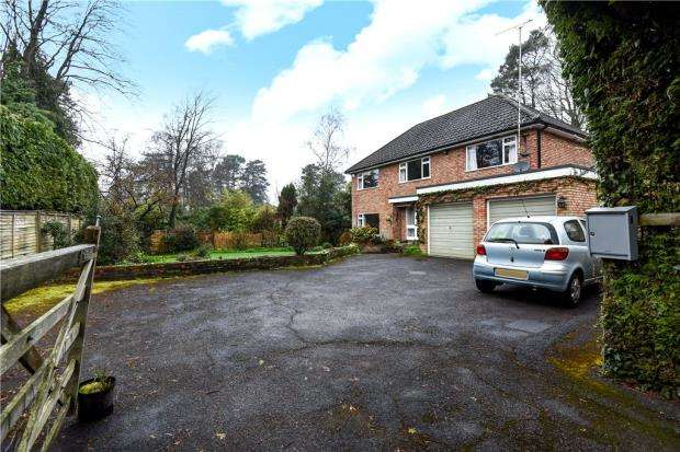 4 Bedrooms Detached House for sale in Llangar Grove, Crowthorne, Berkshire