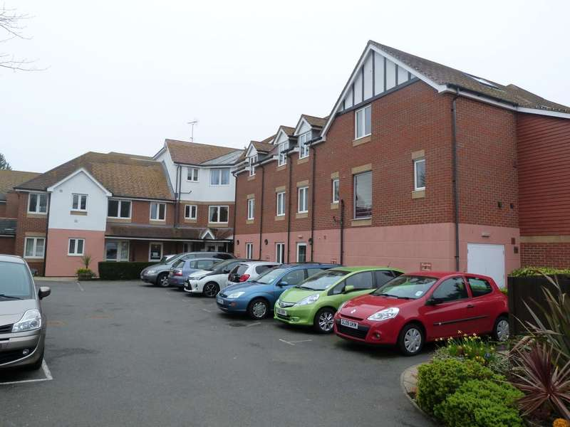 2 Bedrooms Apartment Flat for sale in Flat 5 Dickens Lodge, Wealdhurst Park, Broadstairs