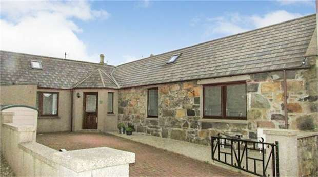 2 Bedrooms Detached House for sale in Main Street, Inverallochy, Fraserburgh, Aberdeenshire