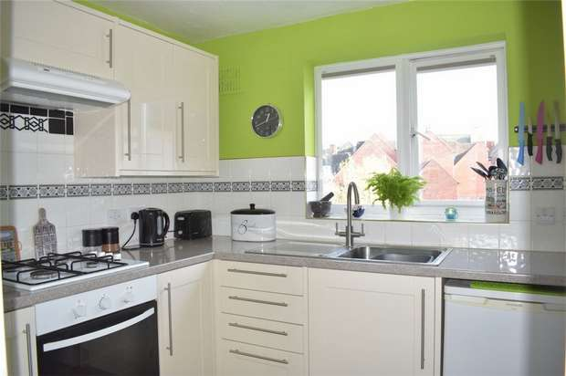 2 Bedrooms Flat for sale in Nailors Court, Back of Avon, Tewkesbury, Gloucestershire