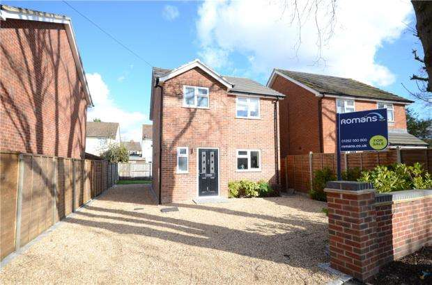 3 Bedrooms Detached House for sale in Cherrywood Road, Farnborough, Hampshire