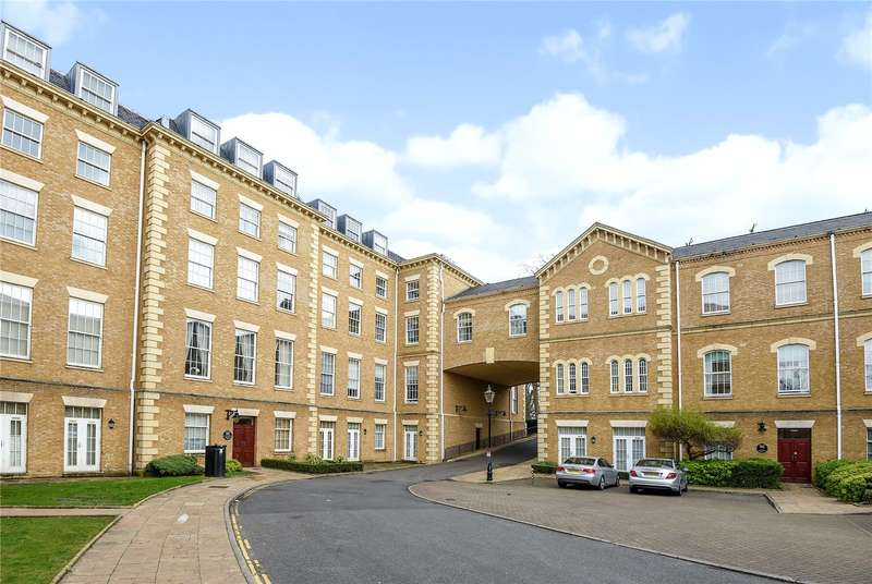 2 Bedrooms Apartment Flat for sale in Princess Park Manor, Royal Drive, Friern Barnet, London, N11