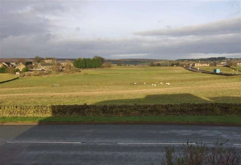 2 Bedrooms Town House for sale in Field Head Lane, Illingworth, Halifax, HX2 9NL