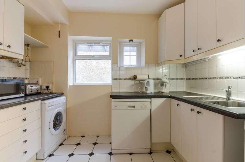 3 Bedrooms Flat for sale in Munster Road, Teddington, TW11
