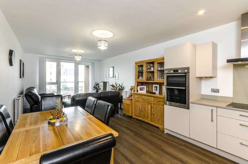 3 Bedrooms Flat for sale in London Road, Isleworth, TW7