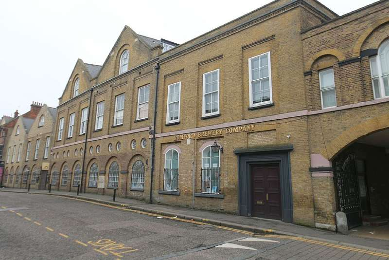 2 Bedrooms Apartment Flat for sale in The Gatehouse, High Street, Romford, London, RM1 1AN