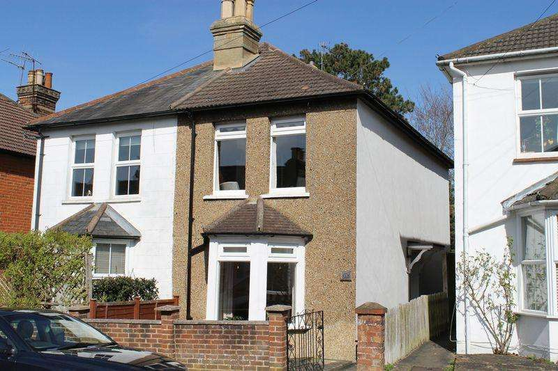 2 Bedrooms Semi Detached House for sale in Merrow, Guildford