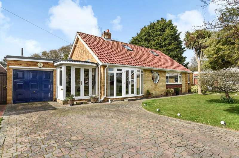 3 Bedrooms Detached Bungalow for sale in Blenheim Court, West Meads, Bognor Regis, PO21
