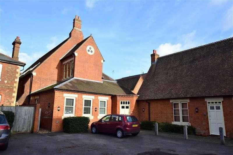Studio Flat for sale in The Waterhouse, Gosbrook Road, Reading