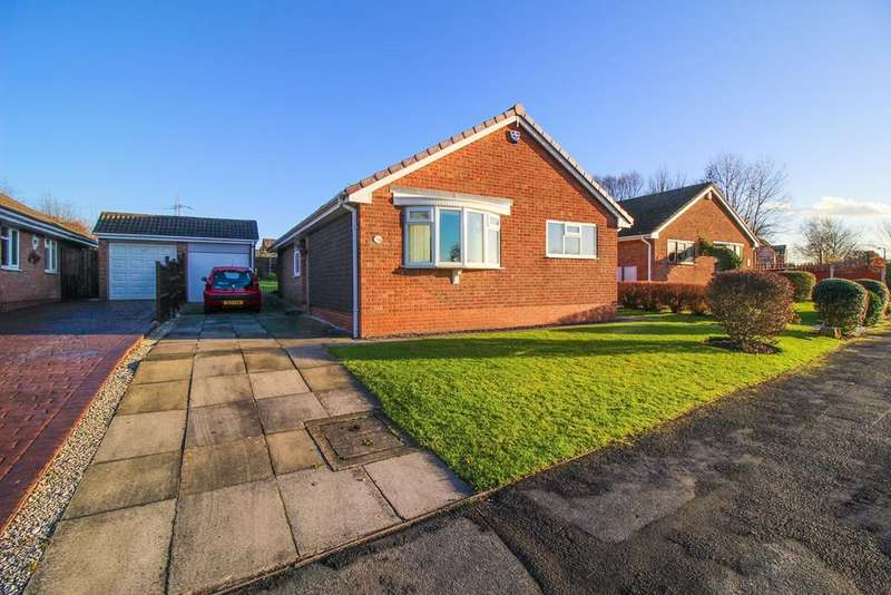 3 Bedrooms Detached Bungalow for sale in Kingfisher Road, Offerton, Stockport, SK2