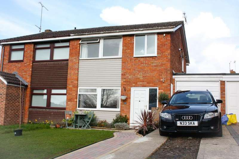 3 Bedrooms Semi Detached House for sale in Valleyside, Swindon SN1