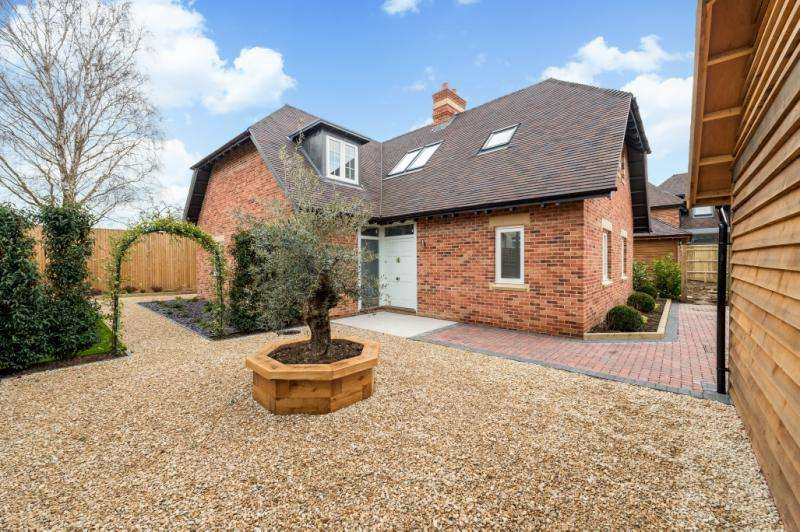 5 Bedrooms Detached House for sale in Siskin House, Vale View, Cumnor Hill, Oxford